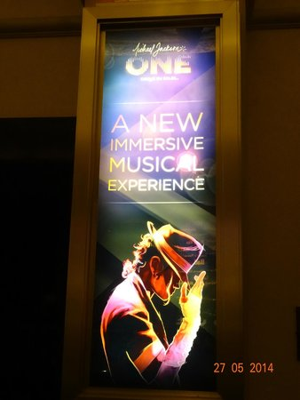 Michael Jackson ONE by Cirque du Soleil: The One - aguardando o show