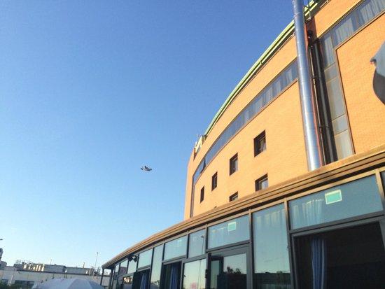 B&B Hotel Pisa: Ved flyplassen, Hercules over hotellet