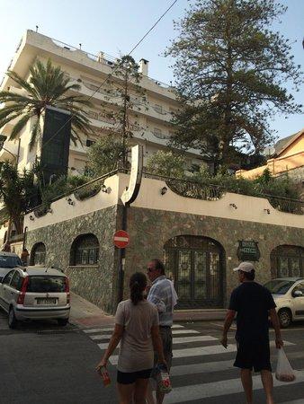 Hotel delle Palme: Rua de trás do hotel