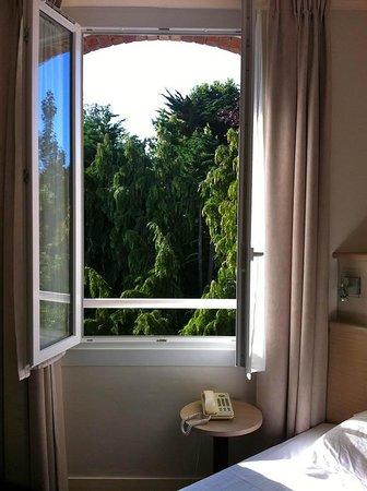 Hotel du Parc des Tourelles : Vue sur le parc, plein ouest avec soleil du soir
