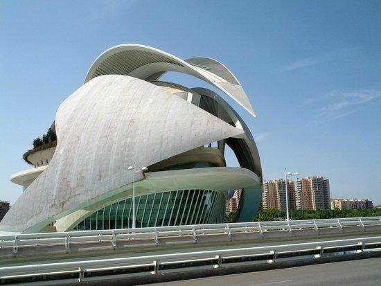 City of the Arts and Sciences: похоже на морского обитателя