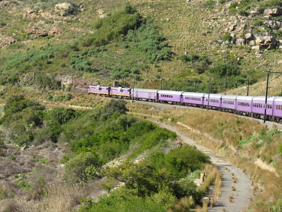 Premier Classe Train : Beautiful meandering landscapes