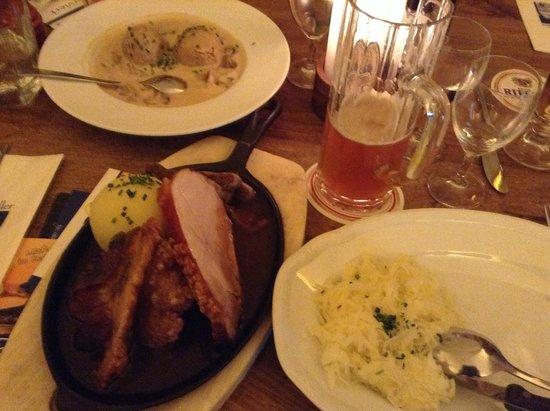 Ratskeller: Mixed Bavarian Grill