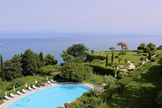 Villa Cimbrone Hotel: View from the Greta Garbo Suite.