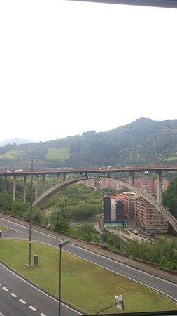 Sercotel Hotel Gran Bilbao: Vista de la Ría desde la habitación