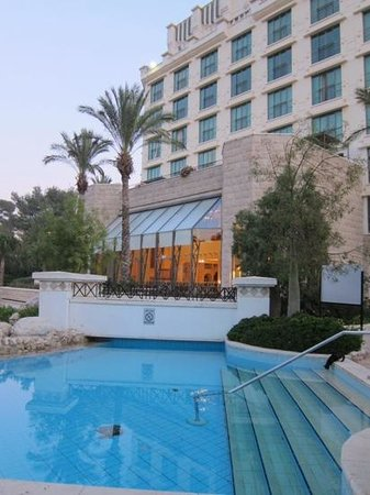 Jacir Palace Hotel Bethlehem : the swimming pool