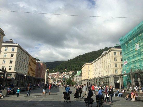 Thon Hotel Bristol Bergen: Gaten utenfor
