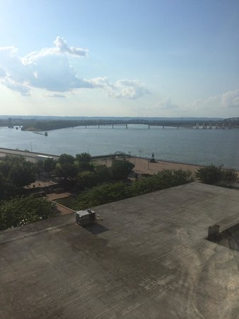 The Galt House, a Trademark Collection Hotel: View from our basic room.  Did not pay for any upgrade.  Looked nice!