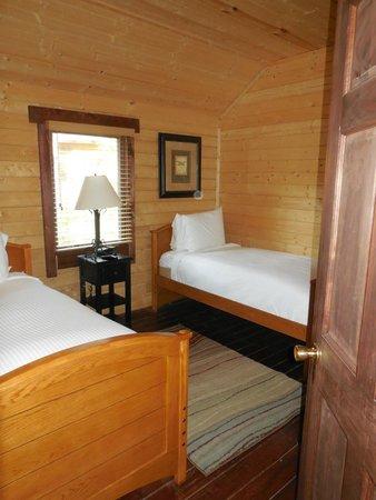 Shenandoah Crossing: 2 single beds