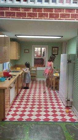 Children's Museum of Oak Ridge: Kitchen in the dollhouse