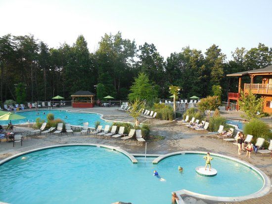 Shenandoah Crossing: 2 outdoor pools, 2 hot tubs, kid area