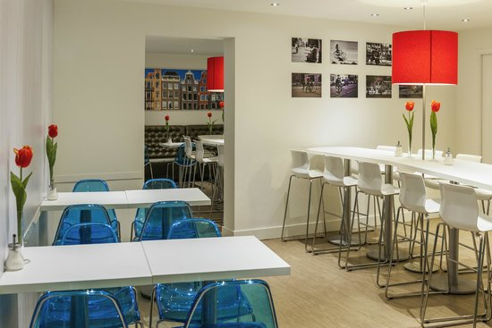Ibis Styles Amsterdam Central Station: Breakfast Room
