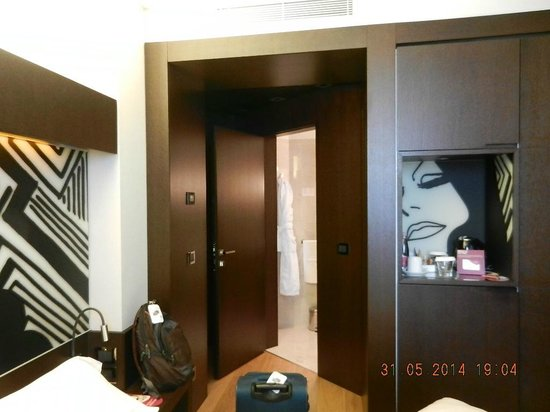 Crowne Plaza Hotel Milan City: Facilities inside room