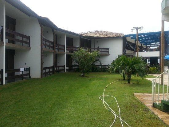 Hotel Costa Cabralia: apartamentos com vista pra piscina e pro mar.