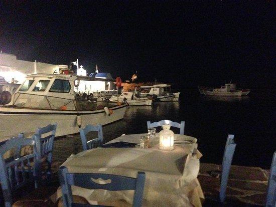 Ouzeri Ton Naftikon: Vista dal ristorante