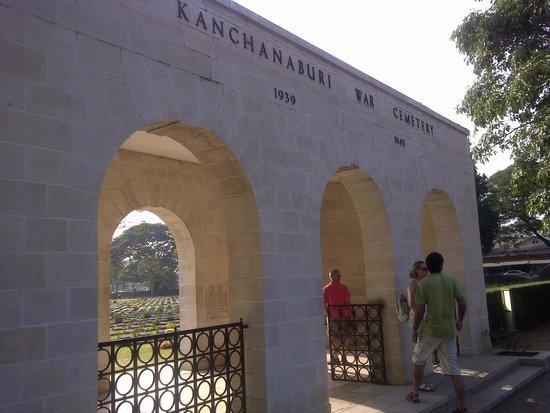 Soldatenfriedhof in Kanchanaburi: Entrance
