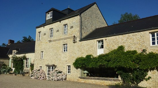 Moulin de Hard : The B&B on a beautiful sunny day in July