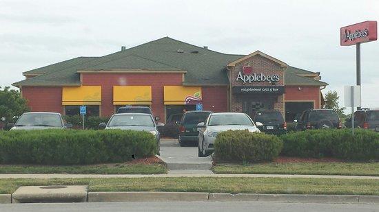 Applebee's: Front