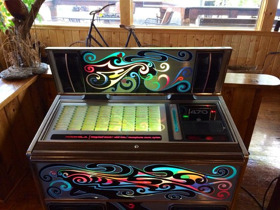 Ores and Mine Bed & Breakfast: Pretty awesome old school juke box that worked!