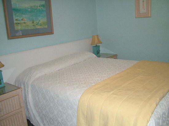 Sea Scape Motel - Oceanfront Getaway : Bedroom