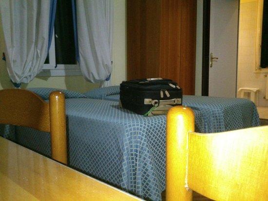 Hotel Morandi : la scrivania e gli arredi