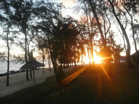 Outrigger Mauritius Beach Resort : Vue sur le coucher du soleil