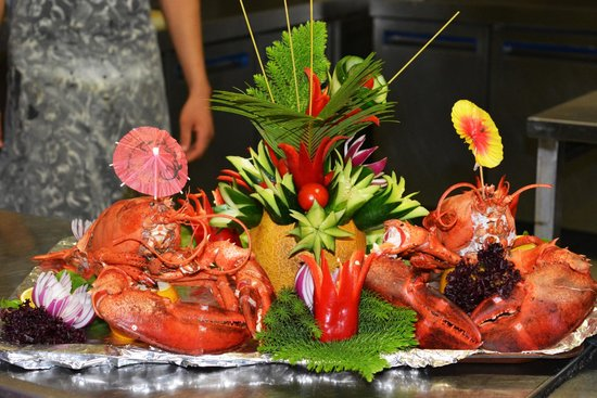 Demir's Restaurant: Lobster all decorated!