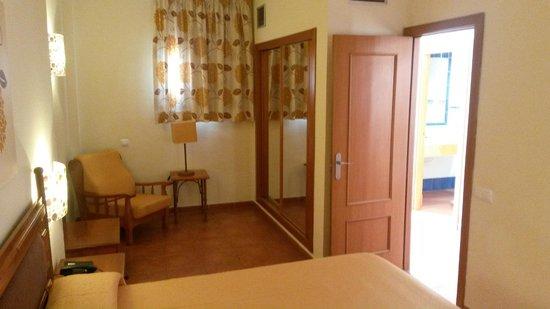Hotel Isabel : Parte de la habitación.