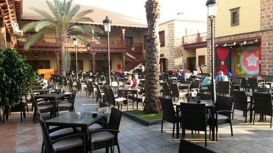 Hotel Isabel: Parte recreativa / restaurant
