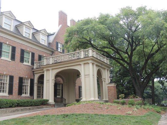 The Carolina Inn: Side entrance