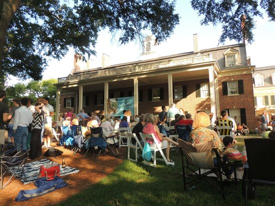 The Carolina Inn: Friday on the Lawn