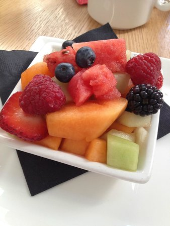 Revere Hotel Boston Common: Fruit dish