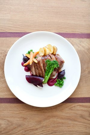 Mont Marie Restaurant: Duck breast with lentils, carrot and beetroot