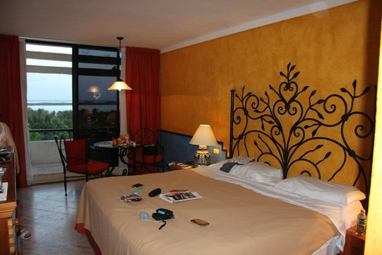 Grand Oasis Cancun: standard double room/ king bed