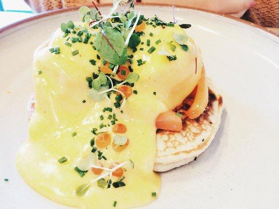 Devon Cafe: Eggs Blini.