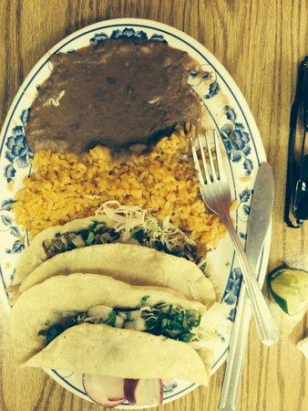 Luis's Taqueria: Two tacos special with carnitas.