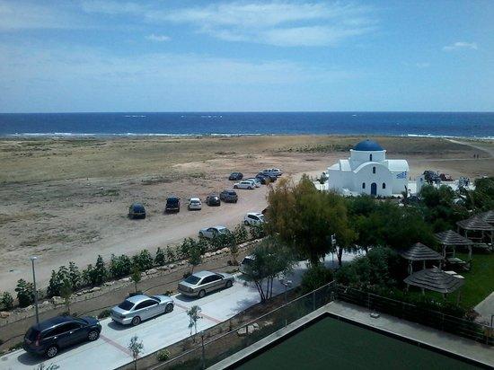 Constantinou Bros Pioneer Beach Hotel: Вид из номера