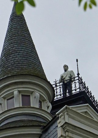 Man on Roof - Cogels Osylei Street