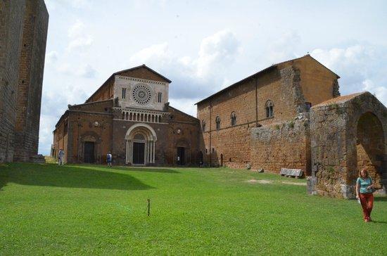 Church of San Pietro: Auf dem Platz davor