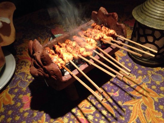 Poppies Restaurant: Satay cooked on the charcoal grill at your table.