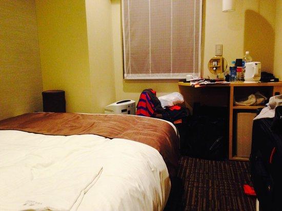 Via inn Shinjuku: Very compact room