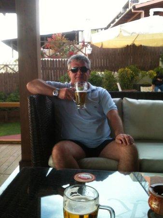 Mayor La Grotta Verde Grand Resort: Mythos in bar on beach