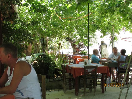 Maria Apartments: great little taverna we found