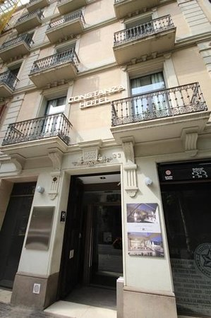 Hotel Constanza Barcelona : The hotel, street view