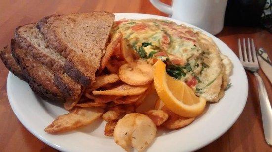 Jon & Patty's Coffee Bar & Bistro: Omelete de rúcula, com queijo e tomate. Acompanha batatas e pão. Experimente, é delicioso.