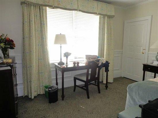 The Inn at Pocono Manor : Desk in our room