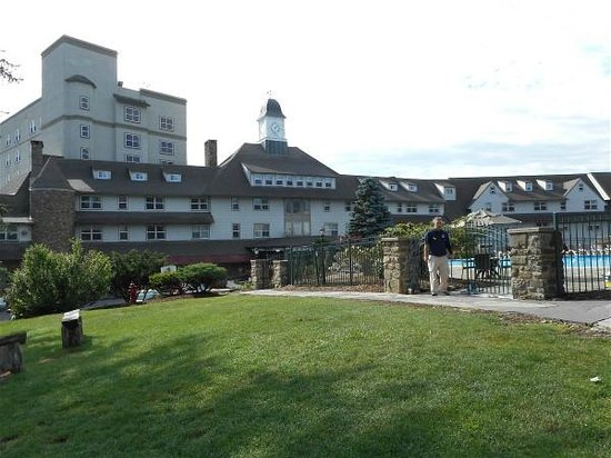 Pocono Manor Resort & Spa : Another view of hotel