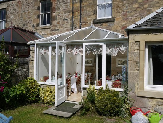 Classic Guest House: Conservatory breakfast room