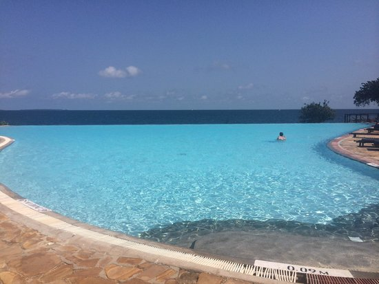 Royal Zanzibar Beach Resort: Infinity pool