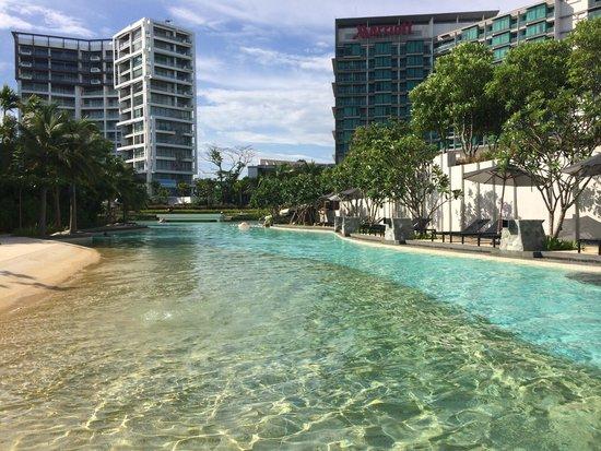 Rayong Marriott Resort & Spa: huge swimming pool